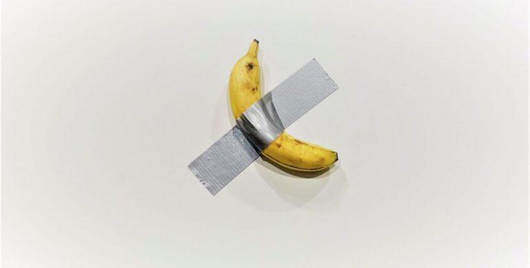 Bananas priklijuotas lipnia juosta