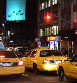 Taksi vairuotojas apsaugojo keleivę nuo 25 000 USD apgaulės